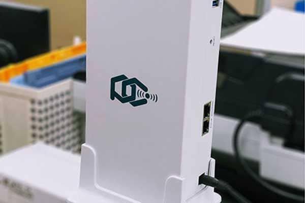 フリーアドレス化に伴う、低コストなネットワークの構築が可能に/3フロアをケーブル無しでWi-Fi環境化することができた