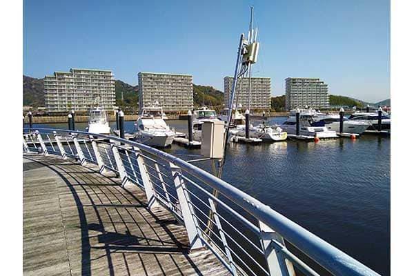 マリーナ内の海上エリアを利用するお客さま向けへ充実したWi-Fi環境の提供を実現