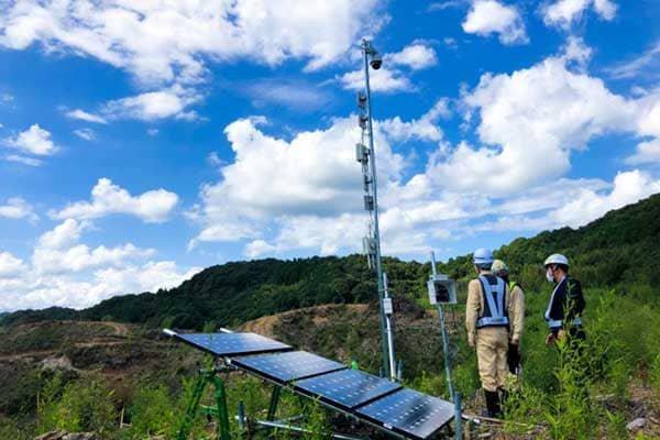 通信インフラの構築が困難な67ヘクタールの広大な山岳地のメガソーラー建設地全体に安定したWi-Fi環境を構築